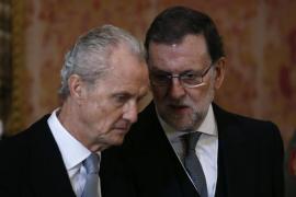 El Gobierno condecora a su exministro de Defensa Pedro Morenés