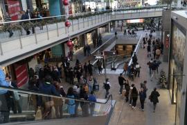Las ofertas del Black Friday disparan las ventas y llenan las tiendas de la Isla