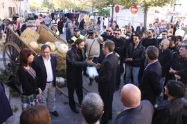 Los trabajadores del Ajuntament de Muro se rebelan en la Fira por el recorte salarial