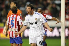 Higuaín resuelve un partido que aguantó el Sporting 82 minutos