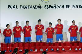 La Selección estrena la camiseta de campeona
