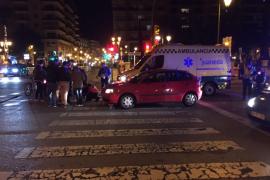 Un conductor ebrio 'aparca' su turismo literalmente sobre otro en Can Valero