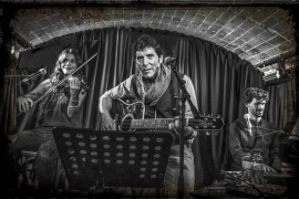 El carismático presentador Manel Fuentes homenajea a Bruce Springsteen en La Movida