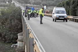 Un motorista de 26 años muere al caer desde un puente en la carretera de sa Pobla