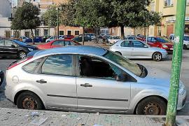 Rompen las lunas de cuatro coches aparcados en Es Fortí para robar en el interior
