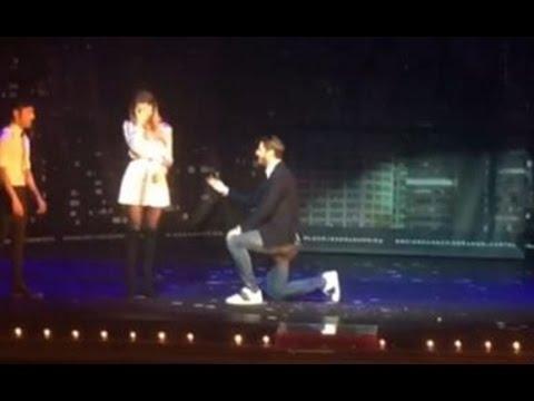 Morata le pide matrimonio a su novia durante un espectáculo de magia