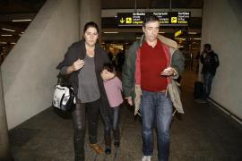 La pequeña Nadia aterriza en Mallorca para quedarse con sus tíos en Santa Maria