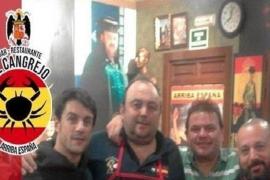 Pepón Nieto se disculpa por una fotografía junto a Alejo Sauras en un bar franquista