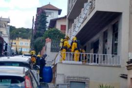 Un hombre se suicida con productos químicos y provoca la intoxicación de varios policías