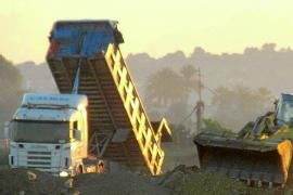 La policía 'caza' a un empresario que enterraba escombros en s'Aranjassa