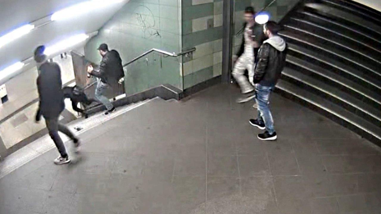 Identifican a uno de los presuntos implicados en la brutal agresión en el metro de Berlín
