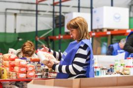 El Banc d'Aliments clasifica los 29.000 kilos de comida donados
