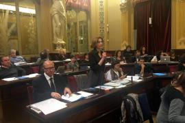 El Parlament aprueba la reducción de la apertura comercial en festivos