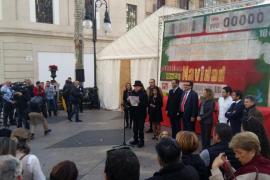 La ONCE presenta en el Born «el cupón de chocolate más grande del mundo»