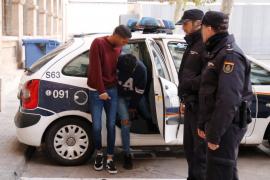 Prisión sin fianza para uno de los detenidos por dar una paliza a tres vigilantes en La Rambla