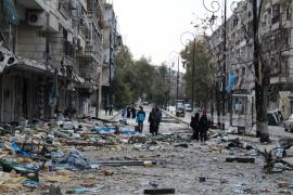 Sale del este de Alepo el primer convoy con evacuados