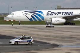 Hallan rastros de explosivo en algunos cadáveres del avión de Egyptair siniestrado en mayo