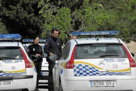 Dos hombres manosean y quitan la ropa a una menor en una calle de Andratx
