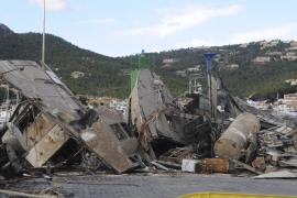 Sacan los restos de un barco que se hundió en enero en el Port d'Andratx