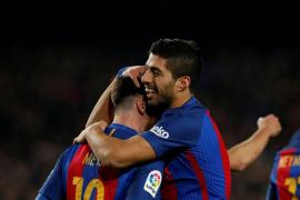 Iniesta y Messi ponen la clase en la victoria del Barça ante el Español; Suárez los goles
