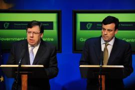 PRIMER MINISTRO IRLANDÉS BRIAN COWEN EN RUEDA DE PRENSA