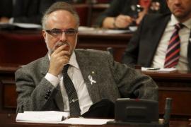 El Parlament reprueba a Manera por prorrogar los presupuestos