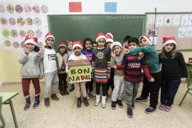 Los escolares de Cas Serres felicitan a los pacientes de Can Misses