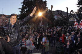 Afines a Pedro Sánchez le urgen a decidir si presentará candidatura a las primarias socialistas