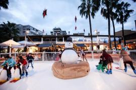 El Christmas Market de Puerto Portals inaugura su pista de patinaje sobre hielo
