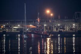Rescate de un velero a la deriva en alta mar
