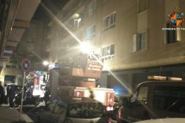 Dos mujeres y un bebé, intoxicados por el humo en el incendio de un piso en Palma