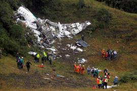 El avión de Lamia tenía combustible limitado y exceso de peso, según la investigación