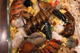 La paella de langosta de Navidad de Rob Schneider, muy comentada en la red