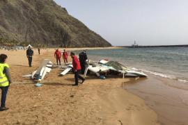 Tres heridos al aterrizar forzosamente una avioneta en una playa de Tenerife