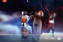 Un alcalde socialista de Madrid denuncia amenazas tras organizar una comida de Navidad para jubilados con una vedete