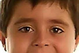 El niño de la maleta era de habla castellana y junto a él apareció una tarjeta de embarque