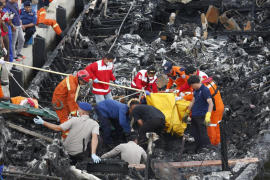 Al menos 23 muertos y 17 desaparecidos en el incendio de un barco en Indonesia
