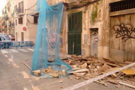 Se derrumba parte de la fachada de un edificio de sa Gerreria