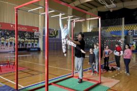 Taller navideño de circo en familia