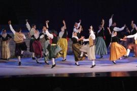 Ball de mostra con la Escola de Música i Danses de Mallorca en la Plaça Santa Pagesa