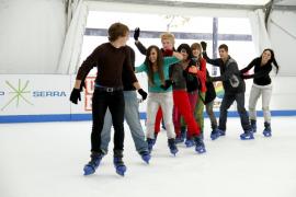 Patina sobre hielo en la pista IcePark