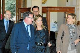 El Parlament da luz verde a dos leyes del Govern y reprueba por tercera vez al conseller Manera