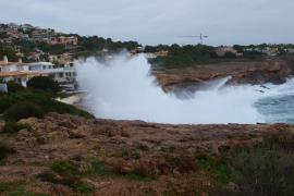 Mallorca y Menorca, en alerta por fuerte viento