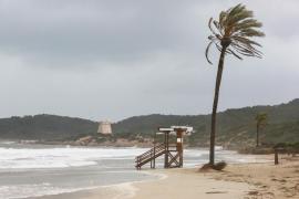 El fuerte viento incrementa la alerta por mala mar en Mallorca y Menorca