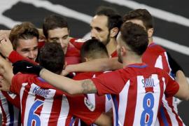 Griezmann y Correa evitan la sorpresa ante Las Palmas