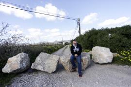 Los vecinos de Es Codolar exigen a Sant Josep que retire las rocas del camino