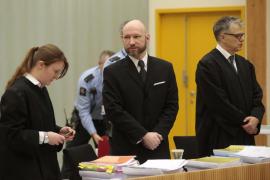 Breivik afirma haberse radicalizado debido a su aislamiento