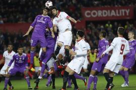 El Madrid logró en Sevilla el pase a cuartos y el récord de partidos invicto
