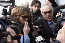 El padre de Nadia llega al juzgado escoltado por los Mossos