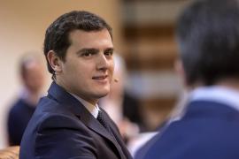 Rivera cree que la dimisión de Trillo «no es tal», «llega tarde y mal» y «sin perdón»